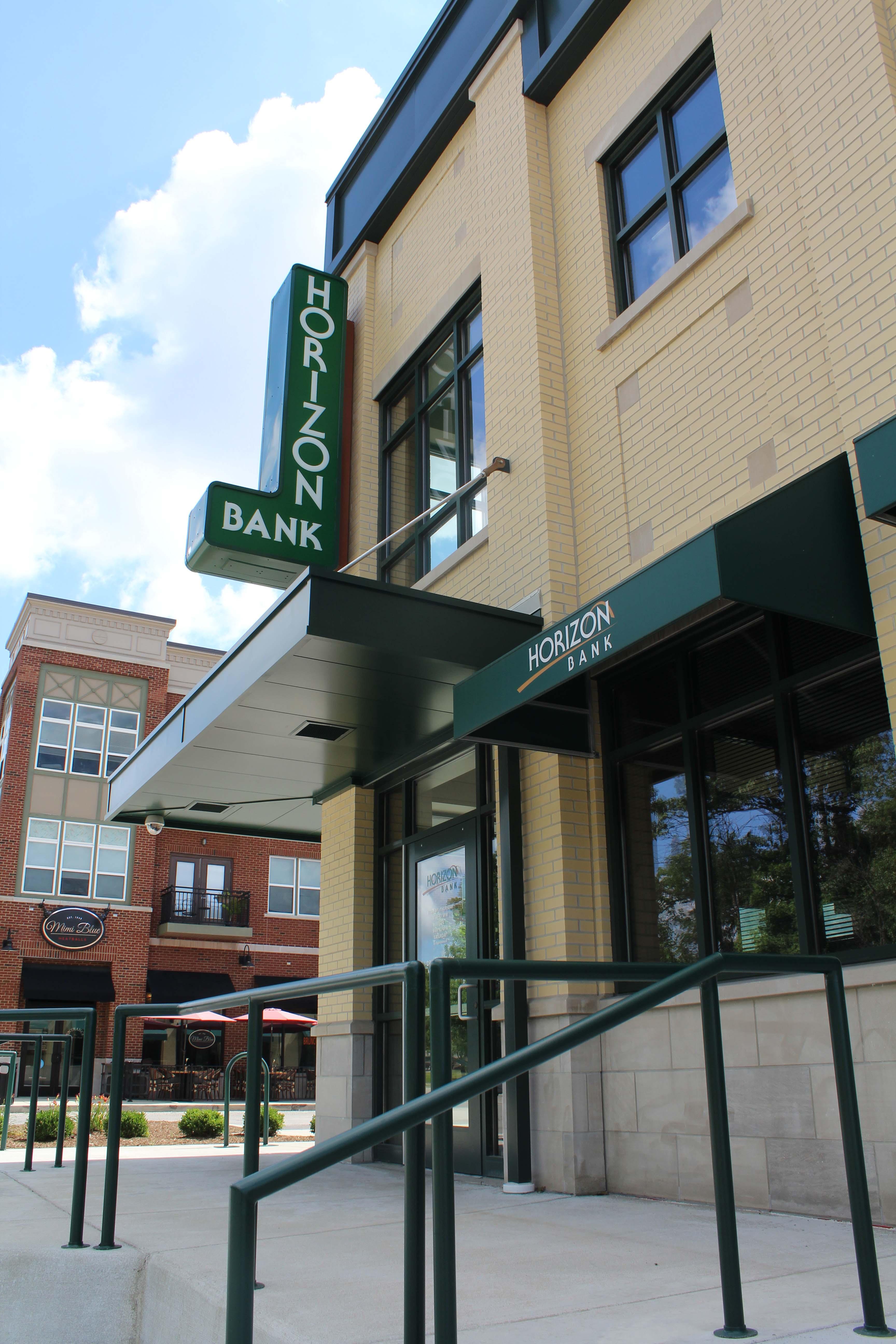 Horizon Bank Carmel exterior side sidewalk