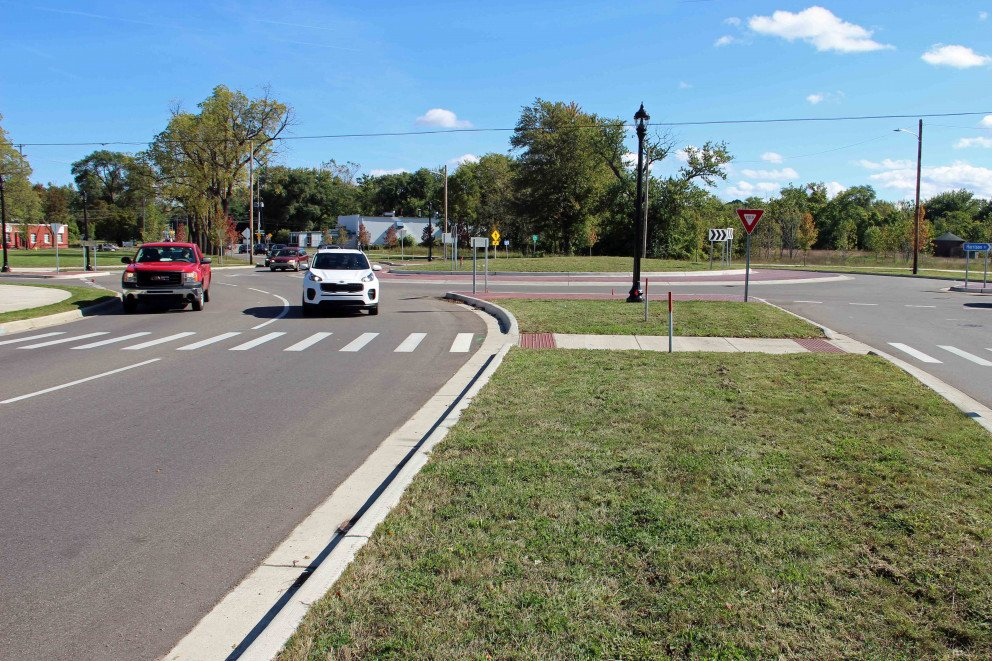 Kalamazoo Roundabout with two cars
