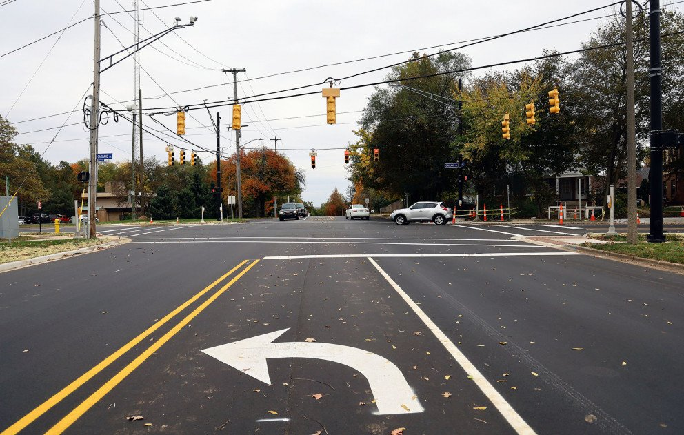 Oakland Drive Center Turn Lane Markings