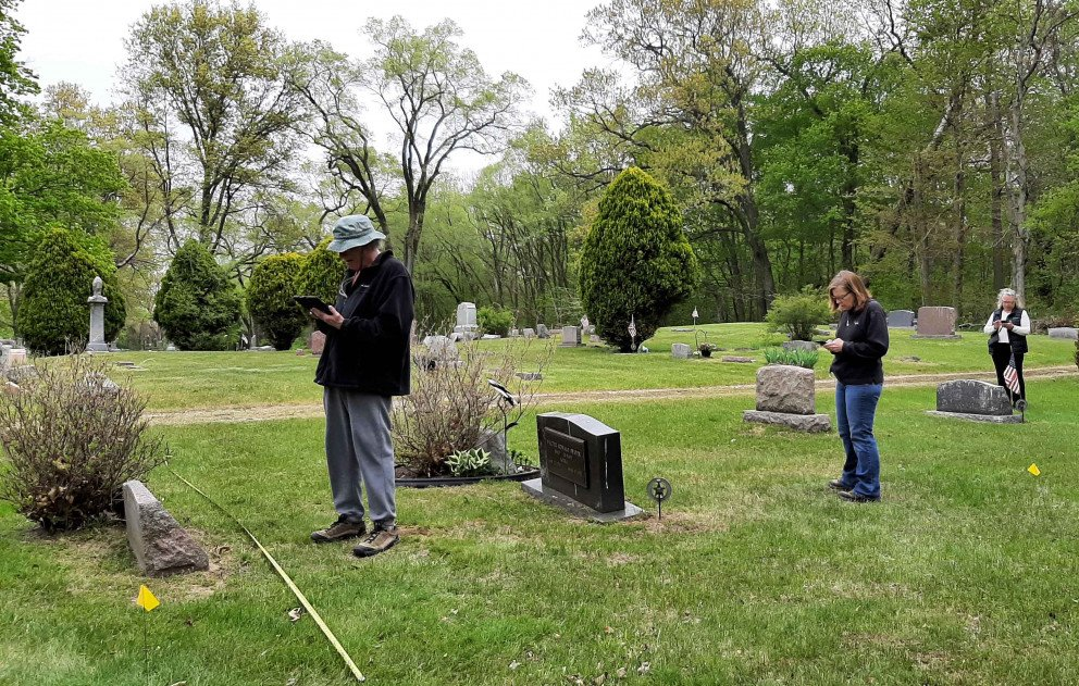 Lake Shore Cemetery Mapping volunteers at three sites